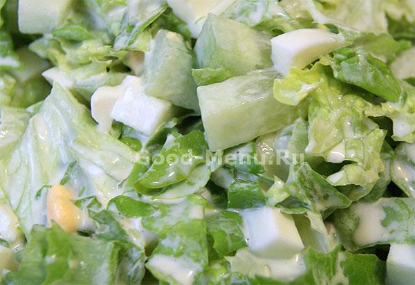 Салат из свежих огурцов с яйцом и крабовыми палочками и сыром рецепт 126