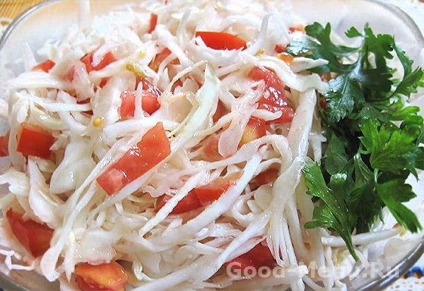 Салат из капустой и помидорами